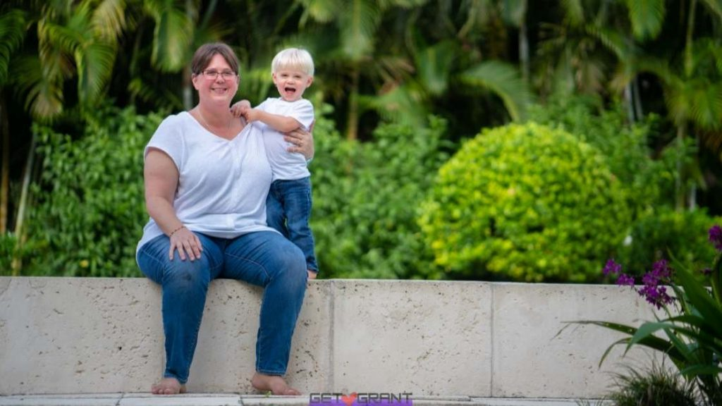 free money for single mothers to pay bills